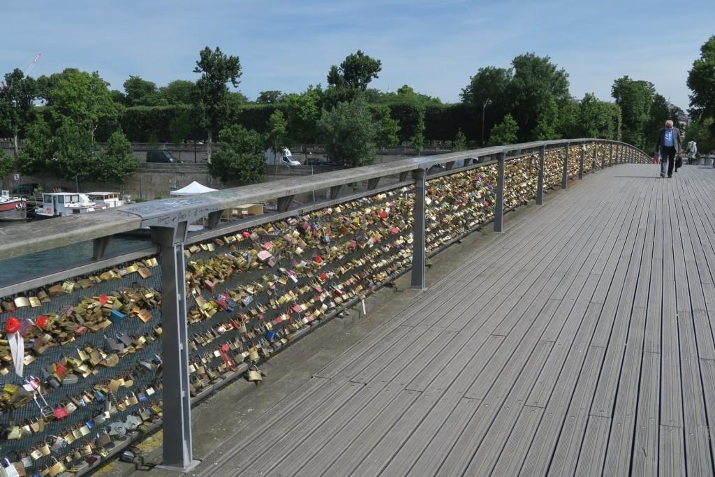 Paris with kids - Pont des Arts, Paris - Bridge with love locks